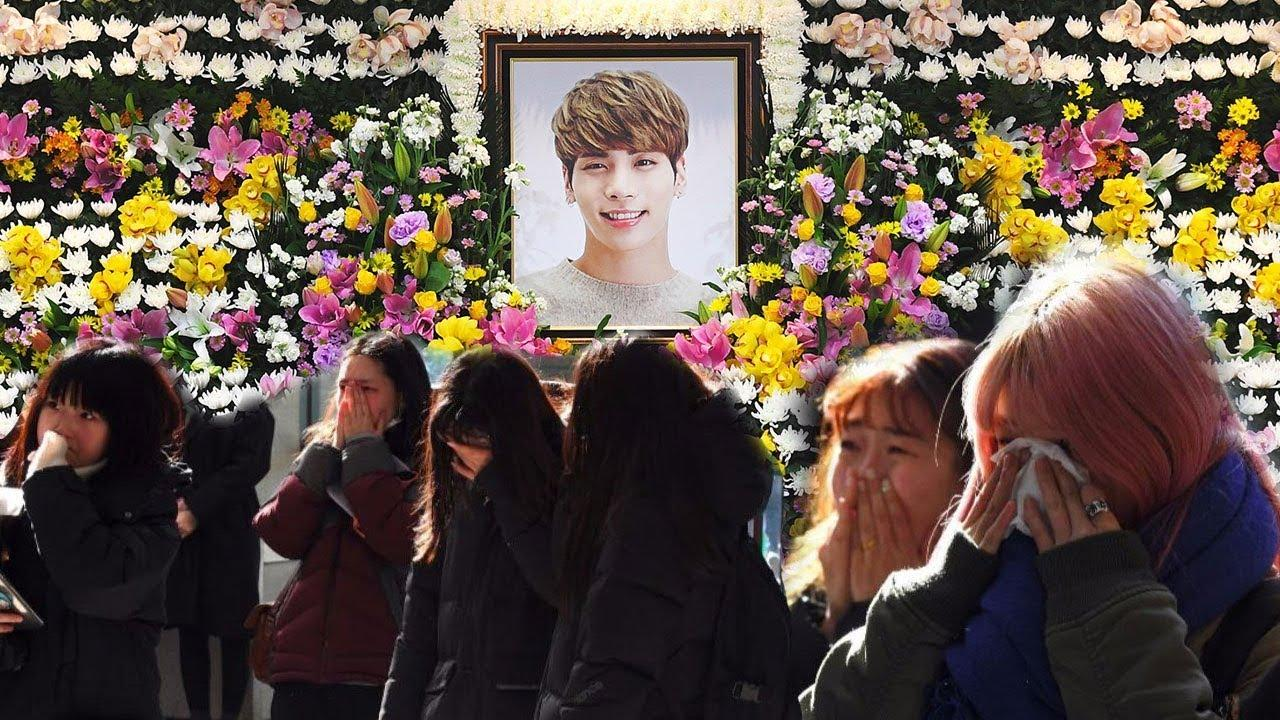 Fans are shaken by the death of Jonghyun (from the supergroup SHINee)